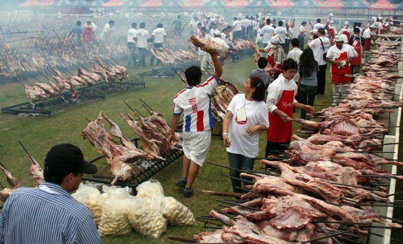 パラグアイの世界最大バーベキュー