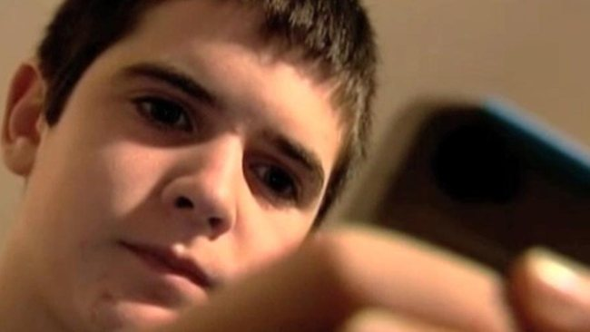 13歳の息子へ、新しいiPhoneと使用契約書です。愛を込めて。母より